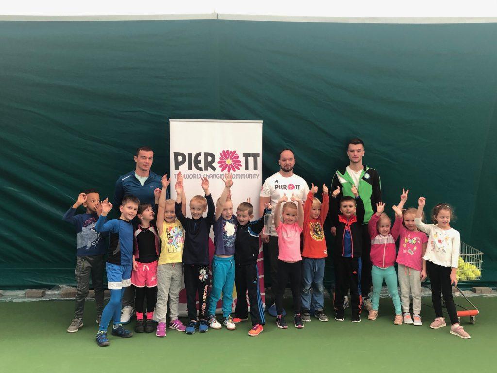 16 detí rozvíjalo svoj pohyb a športový talent na 3-mesačnom tenisovom kurze. 4
