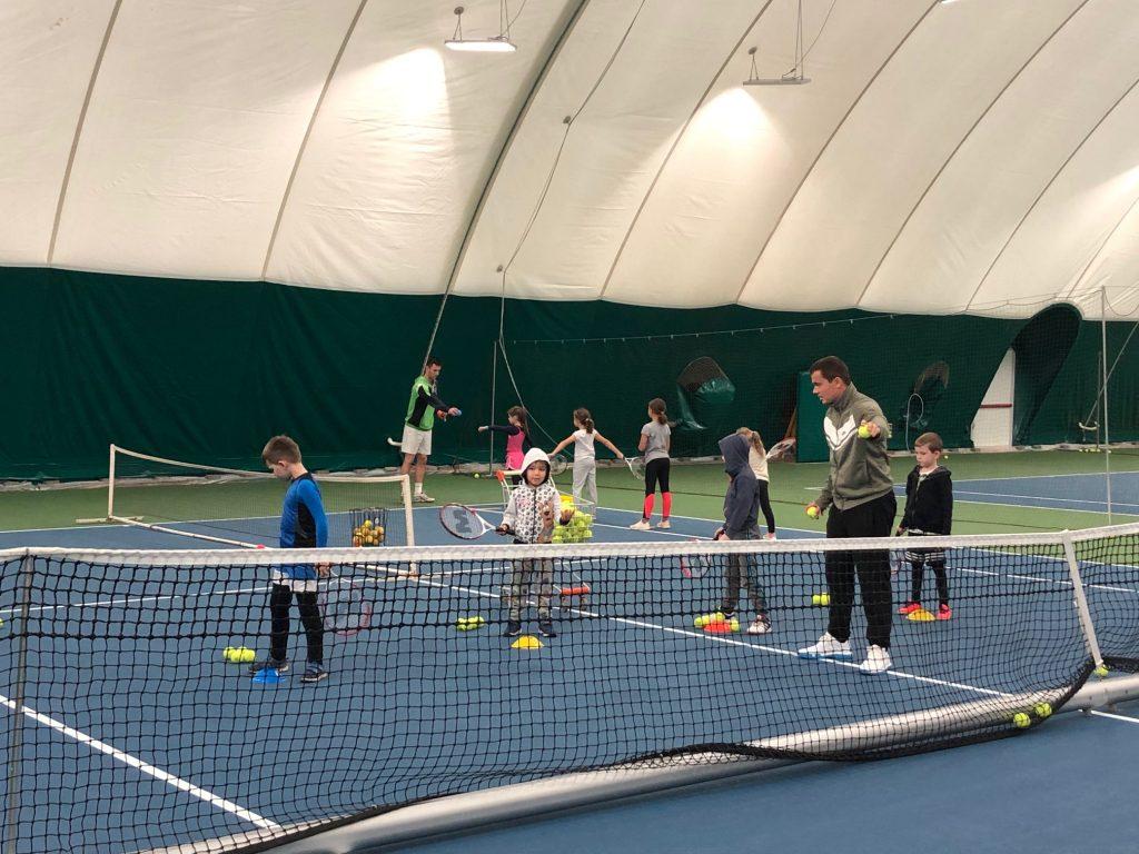 16 detí rozvíjalo svoj pohyb a športový talent na 3-mesačnom tenisovom kurze. 5