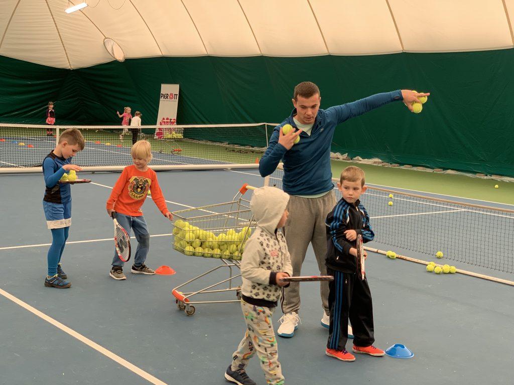 16 detí rozvíjalo svoj pohyb a športový talent na 3-mesačnom tenisovom kurze. 1